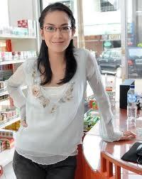gambar ladya cherryl pake kacamata